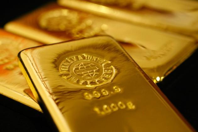 Ослабление доллара поддержало цены на золото