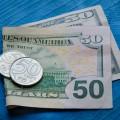 Курс доллара сложился на отметке 381,99