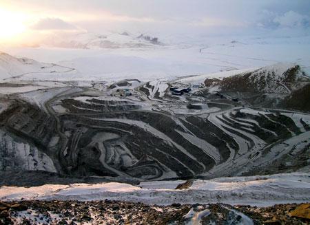 В Кыргызстане митингующие обесточили крупнейший рудник
