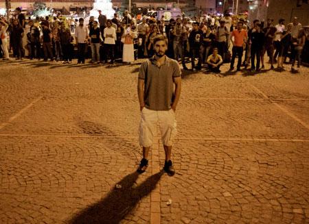 Турция замерла в молчаливом протесте