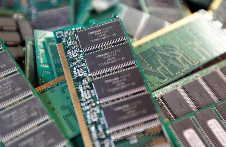 Акции Toshiba растут нафоне слухов овыборе клиента полупроводникового бизнеса