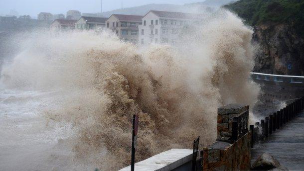 В Китае эвакуировали более 1 млн человек из-за тайфуна