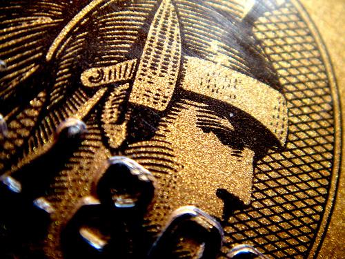 Чистая прибыль American Express выросла на 2%