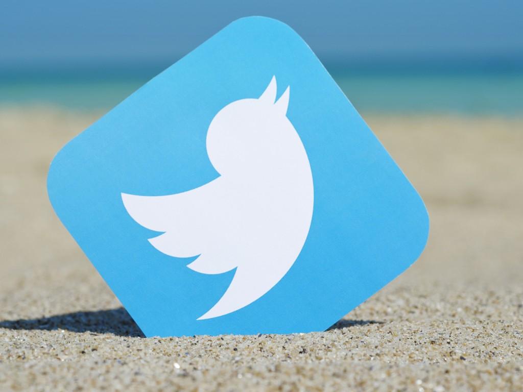 Твиттер работает сBloomberg для трансляции новостей вреальном времени