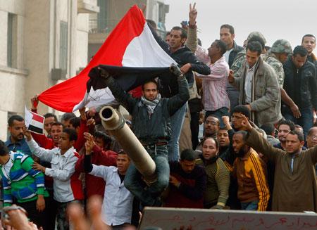 Экономика Египта пала вслед за президентом