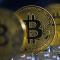 Торговые войны и ФРС США толкают Bitcoin вверх