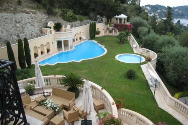Французы распродают элитное жилье