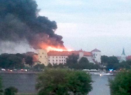 В Риге горит президентский дворец