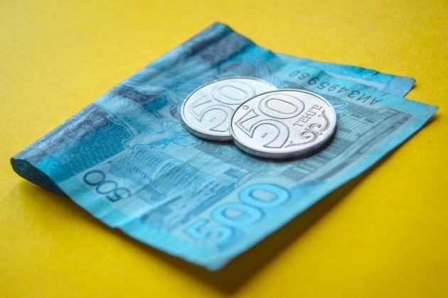 Доллар подрос до 384 тенге