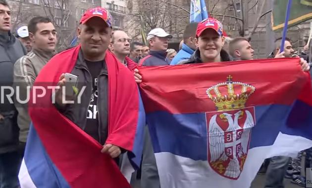 Сербские военные вышли наулицы Белграда