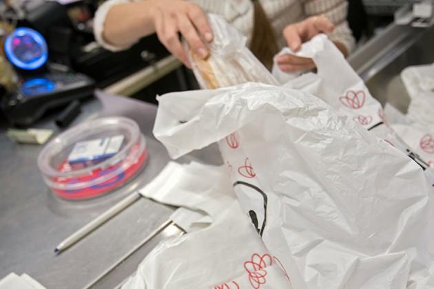 Отказаться отпластиковых пакетов Казахстан сможет через 5−10лет