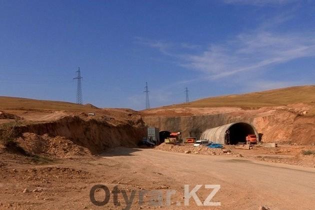 Первый в Казахстане подземный тоннель достроят в 2016 году