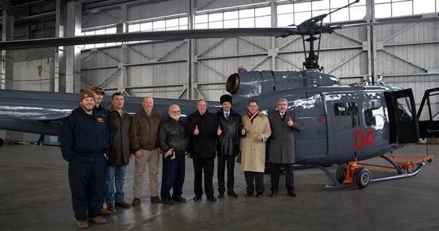 Дипмиссия США передает Министерству обороныРК вертолет Huey