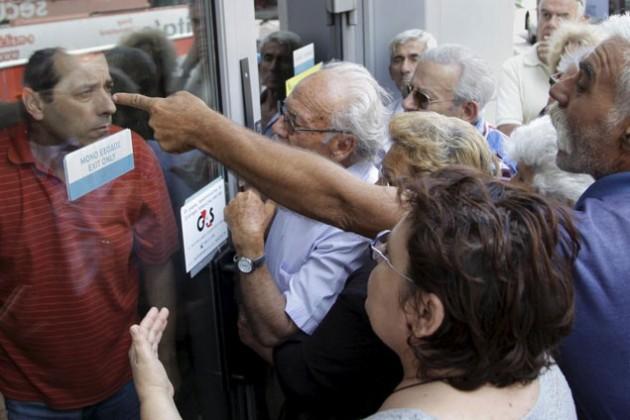 Продажи в Греции рухнули на 70%