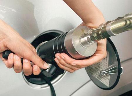На АЗС в России внедряют услугу заправки газом