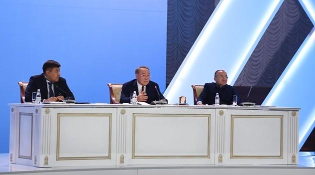 Нурсултан Назарбаев: ВКазахстане недолжно быть детских домов