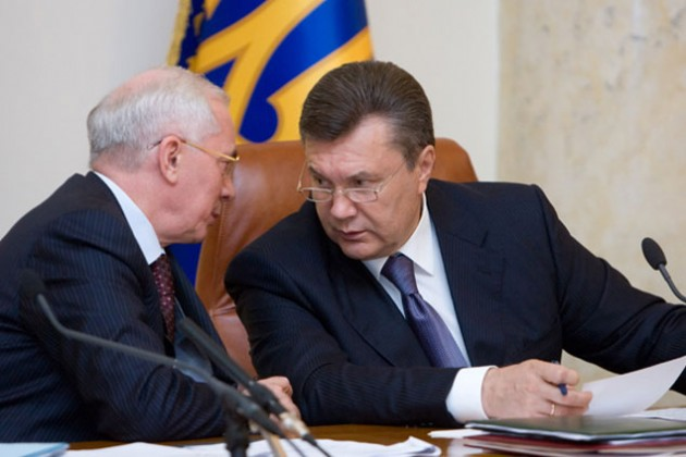Янукович и Азаров остались без украинских пенсий