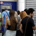 Казахстанские туристы в Греции не могут снять свыше 60 евро