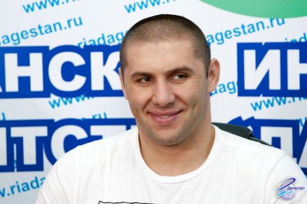 Абдусаламов защитил титул в бою с Бисбалем