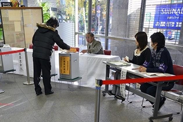 В Японии на выборах победу одержала правящая коалиция