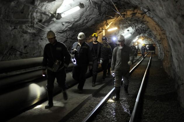 Около 300горняков Казахмыса отказались подняться наповерхность шахты