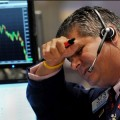 Отток средств инвесторов из акций стал рекордным за 13 лет