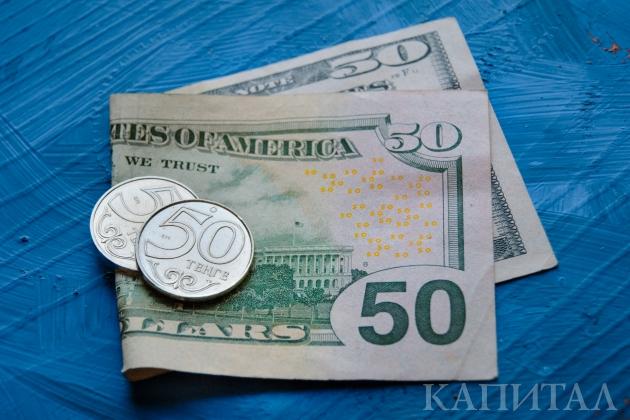 Доллар завершил неделю на уровне 386,82 тенге