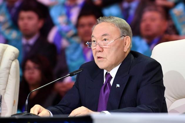 Президент поздравил казахстанцев сДнем благодарности
