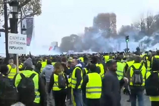 В Париже арестовали около 200 участников акции «желтых жилетов»