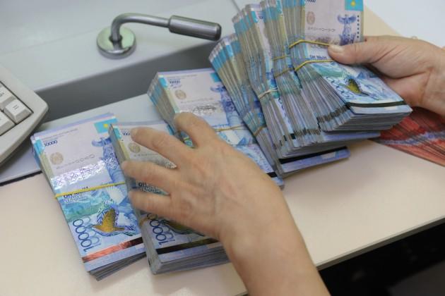 Самые высокооплачиваемые отрасли — финансовая и страховая