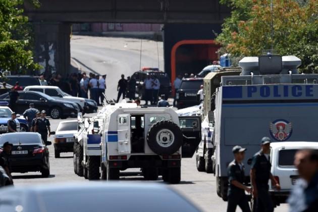 Все захватившие здание полиции в Ереване сдались властям