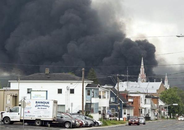 5 человек погибли при крушении состава с нефтью в Квебеке
