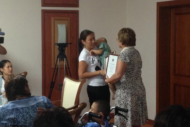 33 ребенка в Астане получили сертификаты на лечение