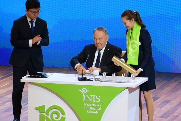 Нурсултан Назарбаев оставил послание будущему поколению казахстанцев