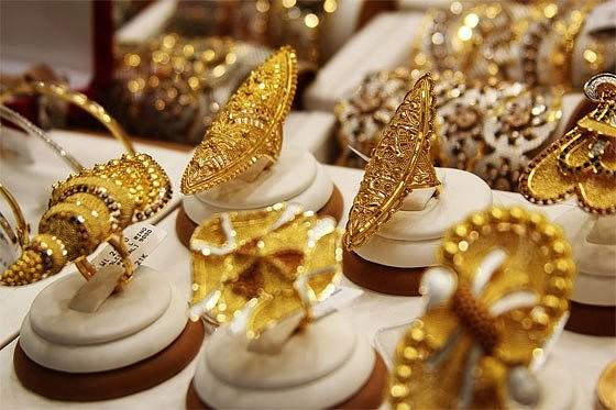 Украшения из золота подорожали за год на 6%