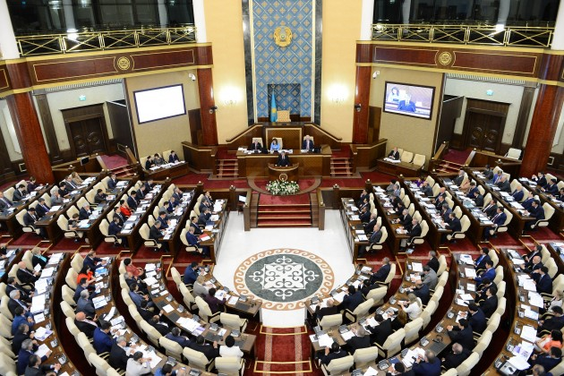 Парламентарии начнут работать вновом формате