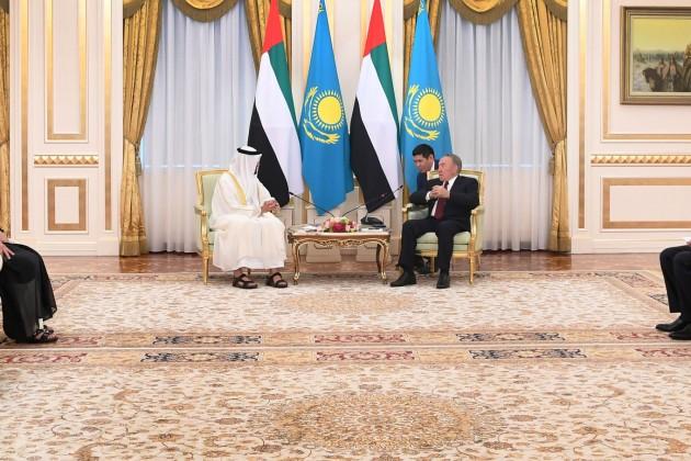 Нурсултан Назарбаев провел встречу сНаследным принцем Абу-Даби