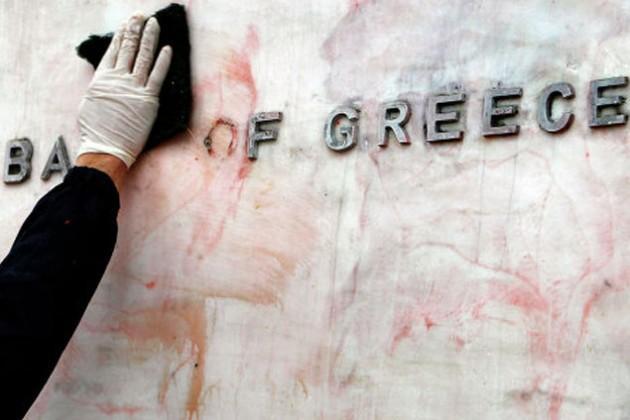 Вкладчики Греции миллиардами выводят наличность из банков