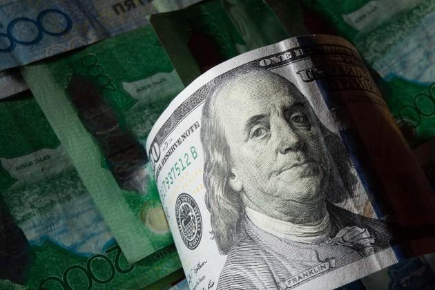 Доллар возвращается капрельскому уровню
