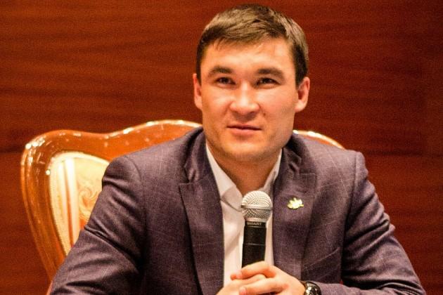 Серик Сапиев пожаловался навысокую цену парковки ваэропорту столицы