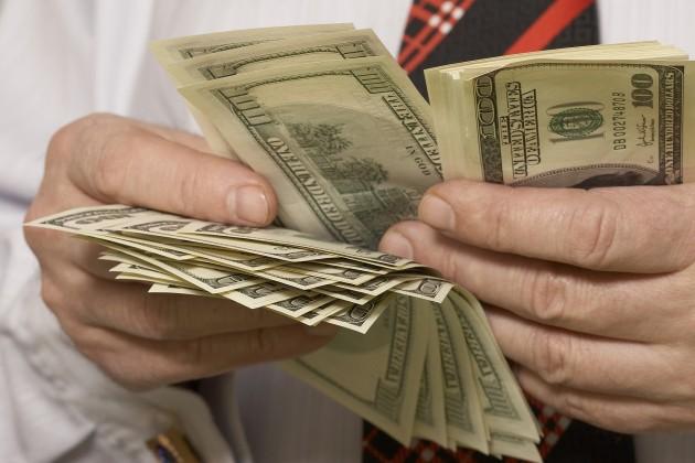 Казахстанцы покупают валюты больше, чем продают