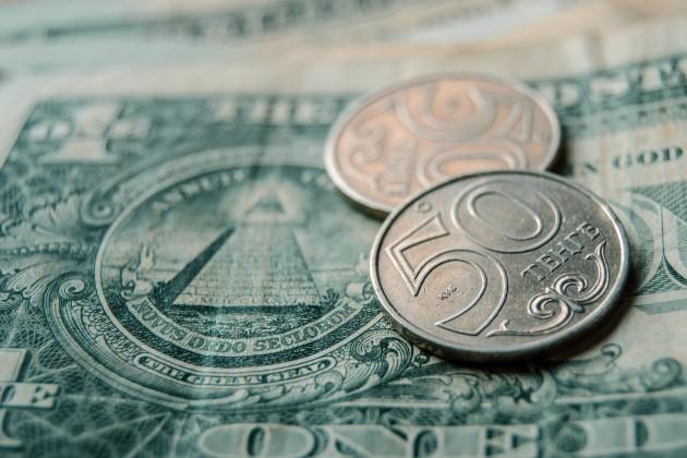 Доллар продается в обменниках по 383тенге