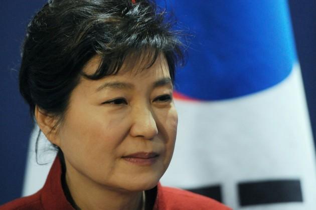 Экс-президенту Южной Кореи предъявили обвинения вкоррупции