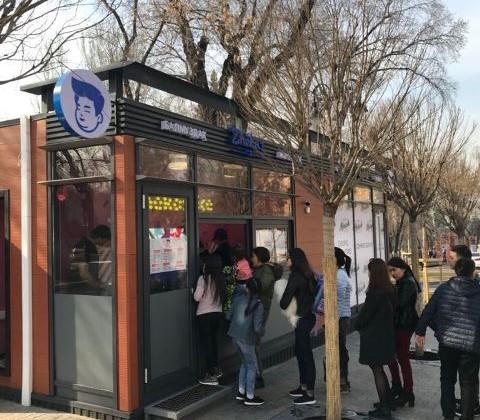 Первый павильон открыт напешеходной зоне улицы Панфилова