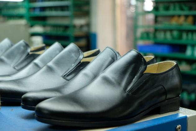 В Казахстане запустили пилотный проект по маркировке обуви