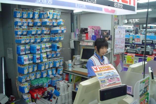 Японские магазины начнут принимать биткоины коплате