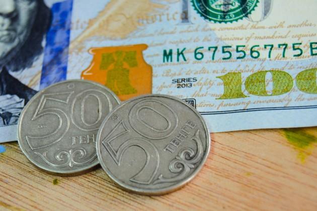 Доллар приближается к отметке 388 тенге