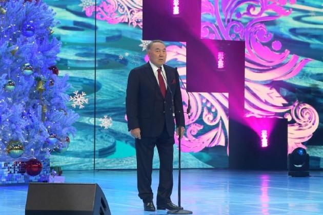 Глава страны выступил на новогоднем балу в Астане
