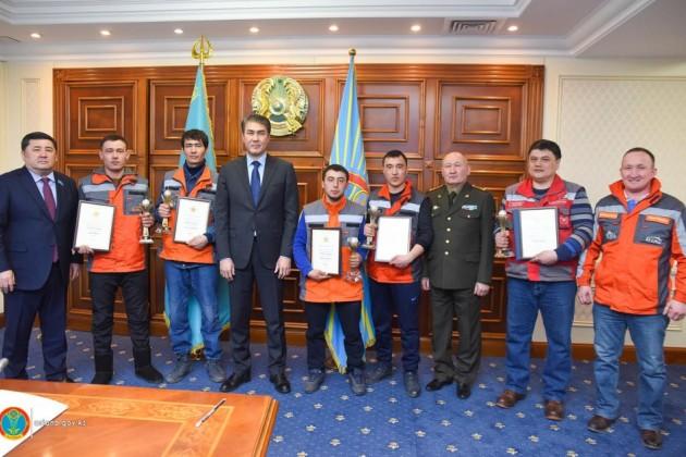 ВАстане наградили строителей, которые спасли детей изпожара