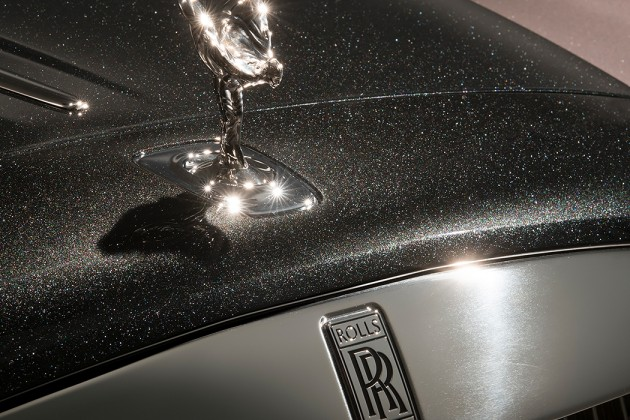 Rolls-Royce представил автомобиль скраской изалмазов